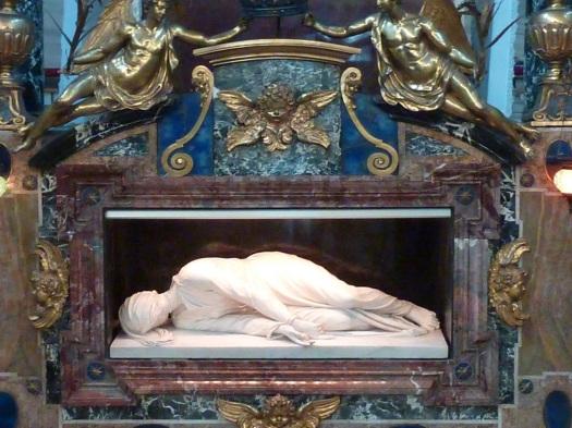 """Statue de sainte Cécile, dans """"sa"""" basilique, au Transtévère"""