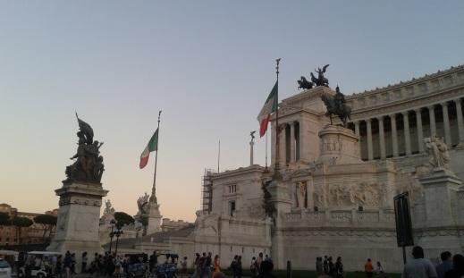 Le Vittoriano vu de la Place de Venise
