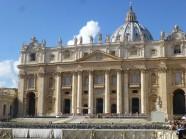 La façade de la basilique