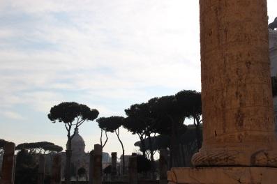Colonne trajane et vue sur le Forum romain