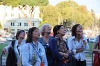 Cinq dames qui lèvent les yeux au Ciel !