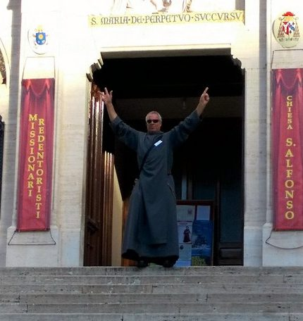 Frère Alain devant Saint-Alphonse-de-Liguori